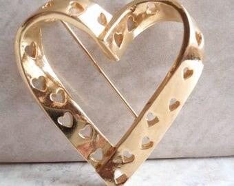 Avon Hearts Brooch Pin Cutout Gold Tone Vintage V0018