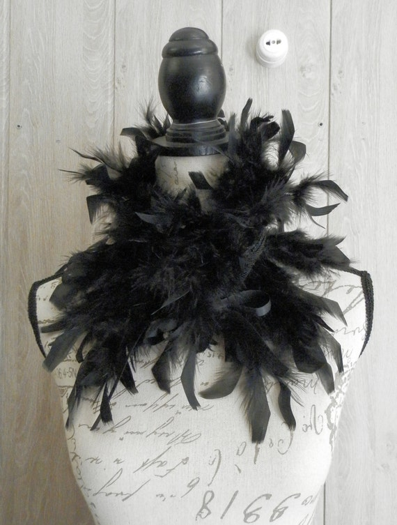 Gothic feather collar