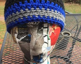Basic beanie in blue and black