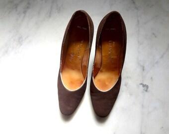 1960s Pumps - brown suede heels - mod vintage dress shoes size 6.5A