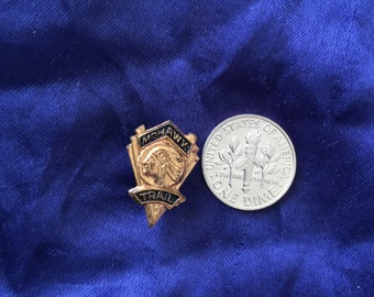 Mohawk Trail pin/brooch Indian headress 3D ornate intricate detail Marked Chicago 40s/50s no flaws gold tone/Blue