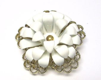 "ON SALE Sarah Coventry White ""Snow Flower"" Brooch 1966  0049"