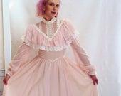 70s GUNNE SAX Dress / Baby Pink Poet Sleeve Maxi Dress / Cotton Gauze + Lace Corset Boho Wedding Dress / 1970s festival H