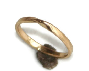 18k Gold Mobius Ring - Thin delicate dainty mobius strip moebius wedding band promise ring yellow gold rose gold white gold green gold