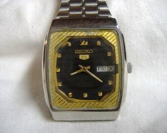Vintage 1970s Men's Seiko 5 Day Date 21-Jewel Automatic Calendar Watch
