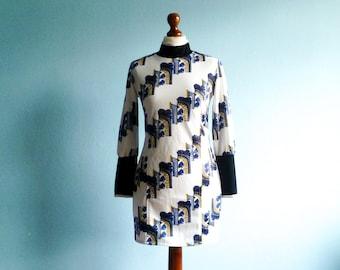 Vintage 70s 80s Dress Tunic / Fitted / Turtleneck High neck / White Black Blue / Geometric Print / Short  Mini / medium small