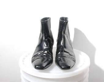Size 7.5 - 8 / Wing-Tip Pointy Toe Patent Leather Ankle Boots / Made in Italy