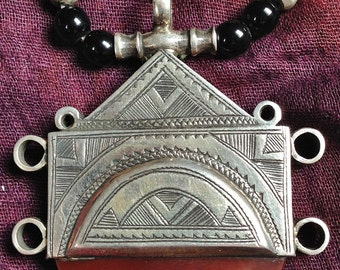 Silver Tuareg necklace with Carnelean, Onyx & Silver Beads, with Tifinagh at the back, Niger