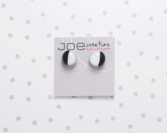 Petites boucles d'oreilles rondes en verre fusionné et acier inoxydable gris, noir et blanc