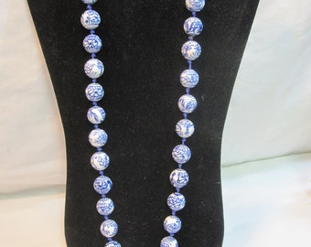 Hand Painted Blue and White Chinese Chinoiserie Ceramic Bead Knotted Necklace