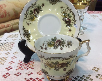 Windsor TeaCup and Saucer ~Bone China Made in England~ Yellow and Black Floral Gold Trim - Mint-Vintage