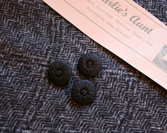"One-off piece of vintage wool tweed fabric in black and beige, 20"" x 60"" (1/2 metre) plus three braid covered buttons"