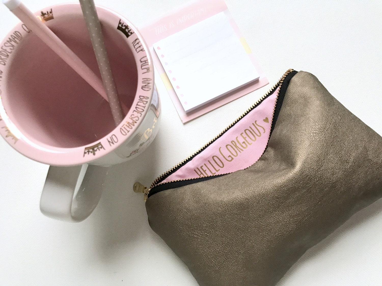 cadeau de demoiselle dhonneur trousse de maquillage or. Black Bedroom Furniture Sets. Home Design Ideas