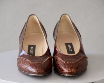 Vintage Shoes / Vintage 80s Shoes / 80s Pumps / Crocodile / Leather Pumps / Brown / Leather Shoes / Slip On Shoes / Italian Shoes / Size 5 M