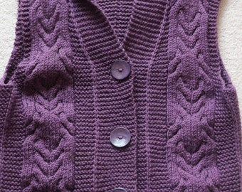 Gorgeous hand knitted sleeveless hooded gilet waistcoat in chunky wool acrylic