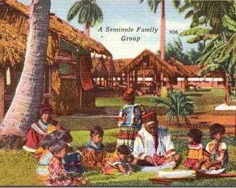 Seminole Indians, Family - Indian Postcard - Linen Postcard - Postcard - Unused (O)