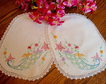 Embroidered Doilies Pair of Linen Doilies Floral Embroidery Vintage Table Linens