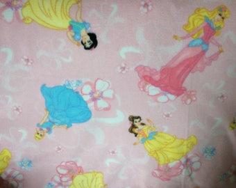Disney Princess Fleece Blanket / Cinderella, Belle, Sleeping Beauty, Snow White, Beauty and the Beast