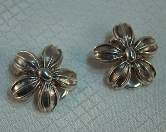 Peru Ilaria 950 Sterling Flower Clip Earrings