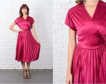 Vintage 70s Pink Dress Plunging V neckline Cap Slv Pleated Full Large L 9485