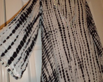 Vintage Hand Made Top Tunic Tie Dye Black & White Size 8 Medium V Neck Sequins Light Sheer 100% Rayon