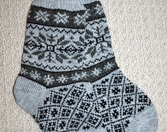 Wool Socks, Norwegian Scandinavian folk art Hand Crafted, 100% wool, size M, Snowflake Fair Isle