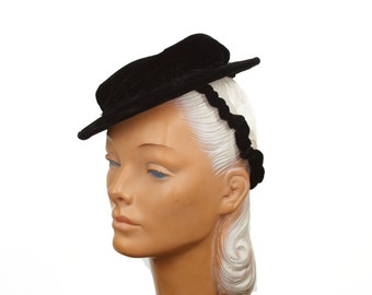 1940s Hat // Black Velvet Tilt Topper with Elastic Band and Ruffle