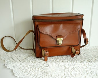 Vintage Nutmeg Brown 1960s Buckled  Leather Film Medium Camera Box Shoulder Crossbody Bag Purse Satchel