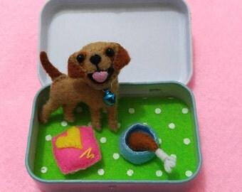 Free Shipping ~ Lobrador retriever miniature felt play set / Altoid tin / Cute dog / Mini felt dog