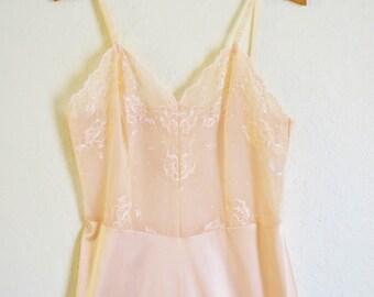 Beautiful Vintage Vanity Fair Full Slip Light Peach deep Lace