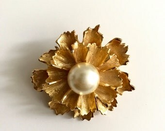 1950s Gold Pearl Flower Brooch