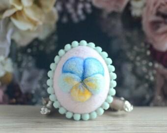 Needle felt Easter egg, pastel pink color wool fiber egg, spring Easter ornament, spring pansy motif, gift under 20