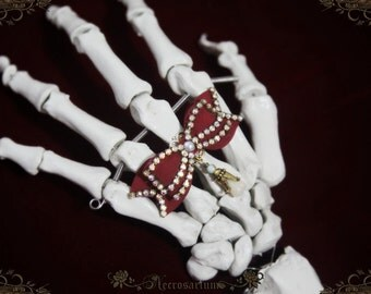 Skeleton's Rhinestone Bow Ring v1
