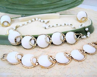 White Lucite Necklace Bracelet Earrings - Thermoset Plastic - White Parure