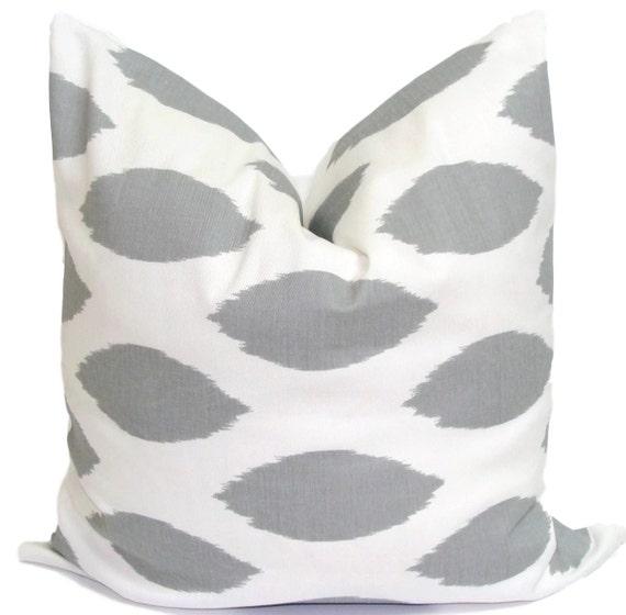GRAY PILLOW.18, 16 or 20 inch.Pillow Cover.Decorative Pillows..Grey Cushion Cover.Gray Pillow Cover.Pillow.Throw Pillow.Gray Throw.Toss.cm