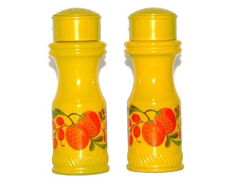 Vintage 70s AVON Set of Yellow Glass Salt & Pepper Shakers w/ Fruit Design