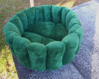 Cat bed, green bed, pet bed, dog bed, machine washable, dryer safe, deep bed, kitty bed, puppy bed, kitten bed,small dog bed, green pet bed