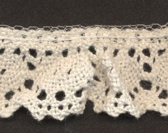 """Ruffled Off White Beige Crochet Cluny-Type Lace Trim 1"""" Wide, 2 3/4 Yards Long"""