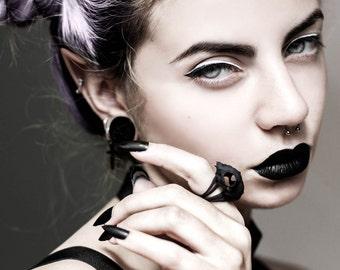 Cat Skull Ring in black - A black cat skull ring to adorn your hands