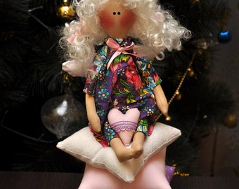 Tilda doll angel on the pillows!