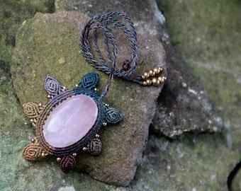 Macrame flower necklace with rose quartz