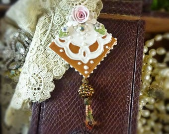 Brooch Golden Handkerchief Pin
