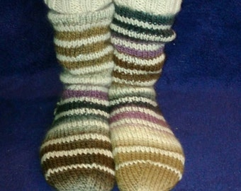 Toe cuddling hand knitted woollen boot / bed socks