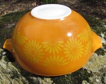 Pyrex Daisy Cinderella Nesting Bowl 4 quart Fantastic condition