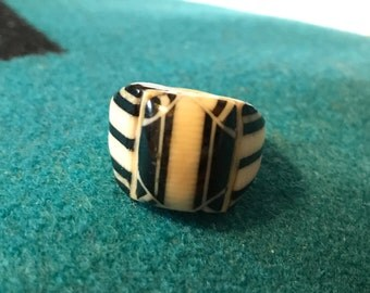 Vintage Celluloid Bakelite Folk Art Prison Ring by Bob Dodd (Size 7-3/4)