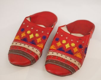 Red leather geometric designed house shoes or slip on slippers w raffia woven design size US 7  made in Morocco