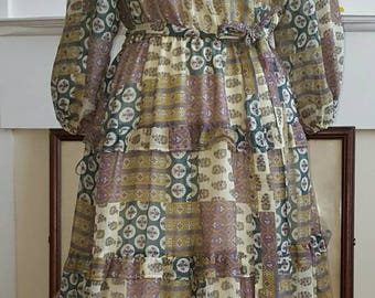 Vintage 1970s Patchwork print peasant dress (4215)