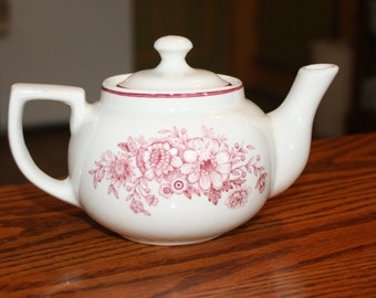 Mid Century Restaurant Ware Teapot made by Sterling China, East Liverpool Ohio USA