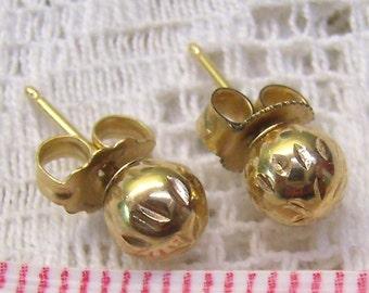 Vintage 14K Gold Ball Bead Earrings...Textured Design...14K Ball Stud Earrings...Holidays...Wedding
