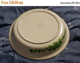 On Sale 1940s Homer Laughlin Pale Yellow and Green Embossed Flower 9 inch Pie Plate Retro Kitchen